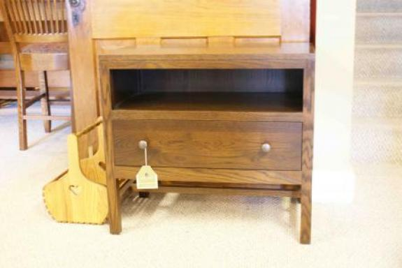 Lynnwood Nightstand with one drawer