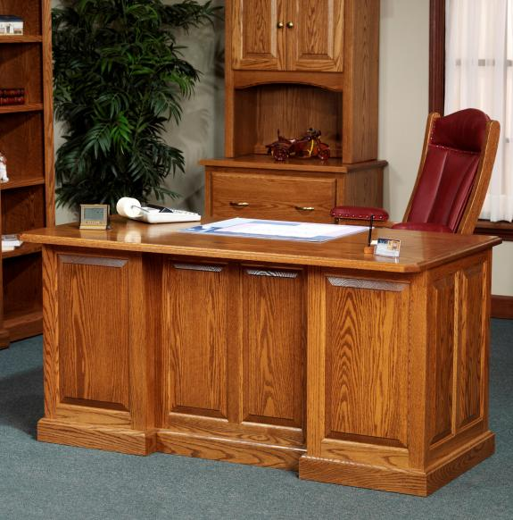 860 Highland Executive Desk