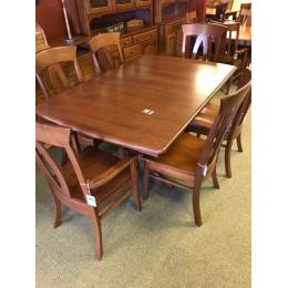 Traditional table and 6 chairs in cherry